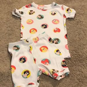 3 for $20- Gap pajamas size 4 years